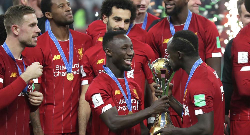 Игроки Ливерпуля отмечают победу в клубном чемпионате мира