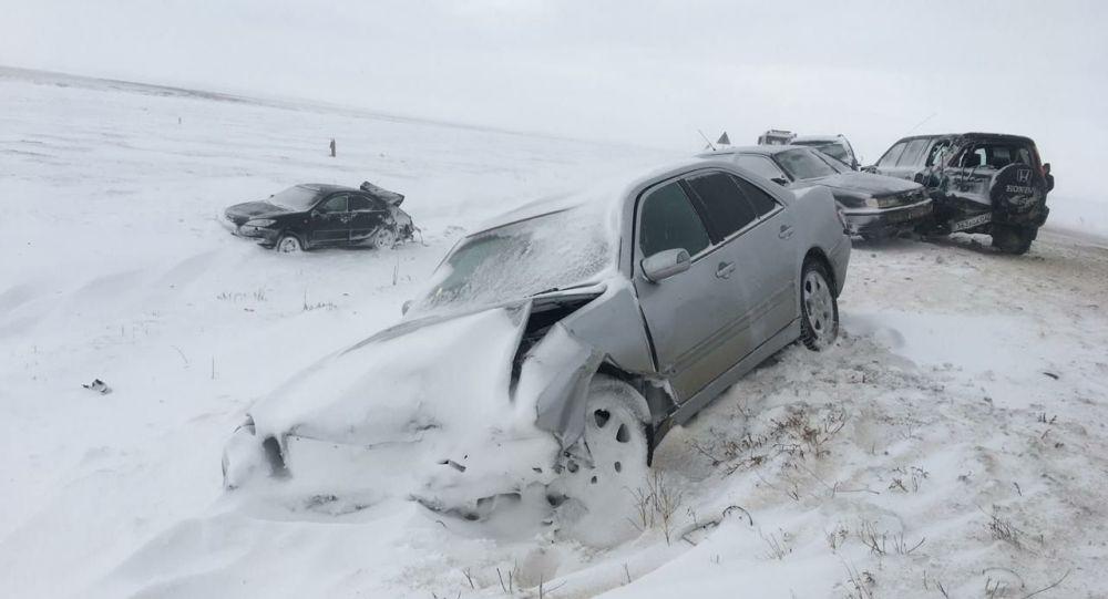 Два ДТП с большим количеством транспортных средств произошло на трассе Самара -Шымкент