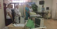 4-ші қалалық аурухана дәрігерлері зардап шеккендерді қабылдауда
