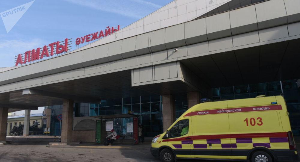 Скорая у аэропорта Алматы
