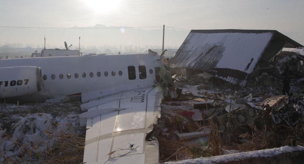 Самолет Bek Air, разбившийся в Алматы - фото с места происшествия