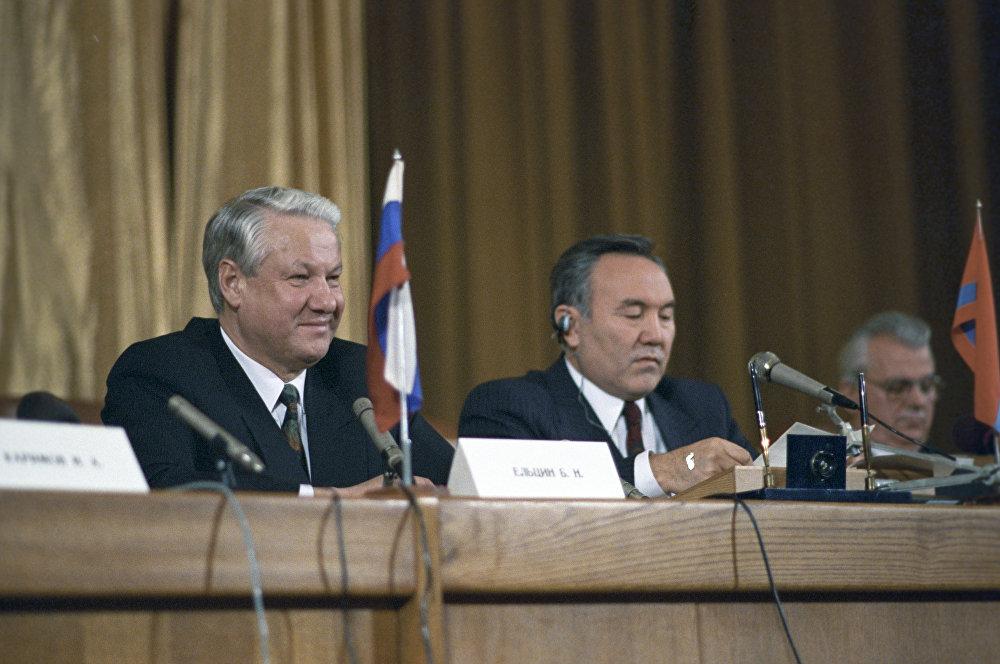 Б.Ельцин мен Н.Назарбаев Тәуелсіз Мемлекеттер достастығын құру туралы декларацияға қол қойғаннан кейінгі баспасөз мәслихатында