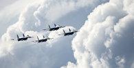 Архивное фото истребителей Су-27