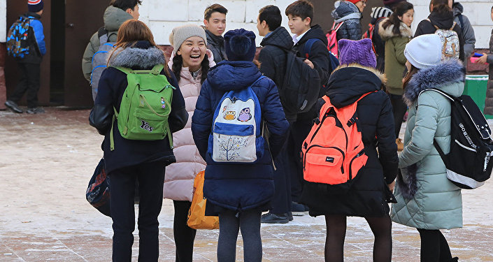 Архивное фото казахстанских школьников