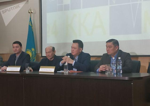 Руководитель Управления общественного здоровья Алматы Тлеухан Абильдаев на пресс-конференции в четвертой Городской клинической больнице Алматы