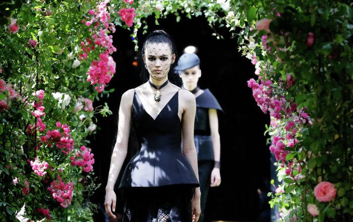 Показ коллекции Christian Dior осень-зима 2019/2020 Haute Couture