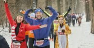 Тысячи казахстанцев в новогодних костюмах пробежали алматинский марафон