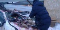 Водитель Toyota сбил двух уличных продавцов на трассе Нур-Султан - Щучинск