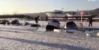 Десятки машин провалились под лед на острове Русский во Владивостоке