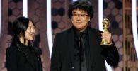 Режиссер из Южной Кореи Пон Чжун Хо, снявший фильм Паразиты, получил премию Золотой глобус в категории Лучший фильм на иностранном языке
