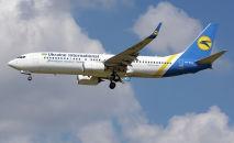 Украинский самолет Boeing 737- 800, архивное фото