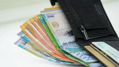 Портмоне с деньгами