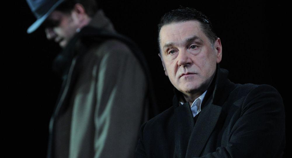 Сергей Маковецкий (Евгений Онегин ) в сцене из спектакля Евгений Онегин