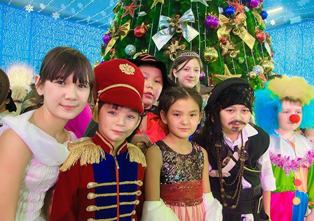 Астанадағы Президент шыршаға шақырылған балалар, архивтегі фото