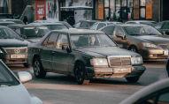 Автомобили на зимней дороге столицы