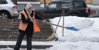 Уборка снега на алматинских улицах