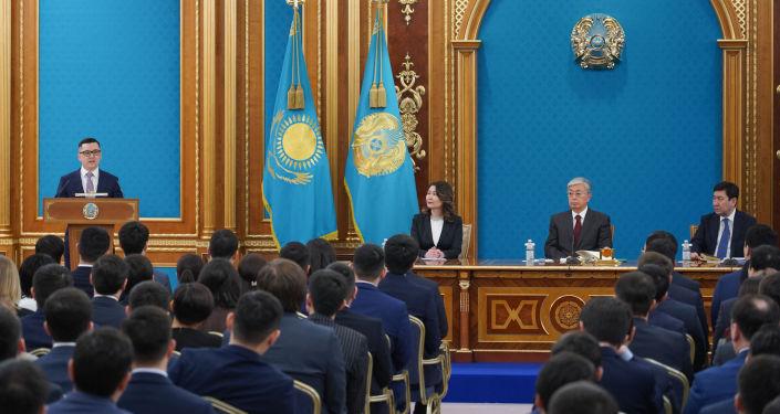 Касым-Жомарт Токаев в Акорде встретился с представителями президентского молодежного кадрового резерва