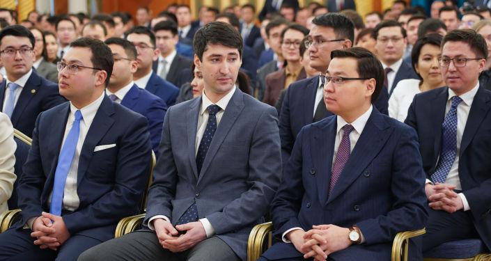 Представители президентского молодежного кадрового резерва на встрече с Касым-Жомартом Токаевым в Акорде