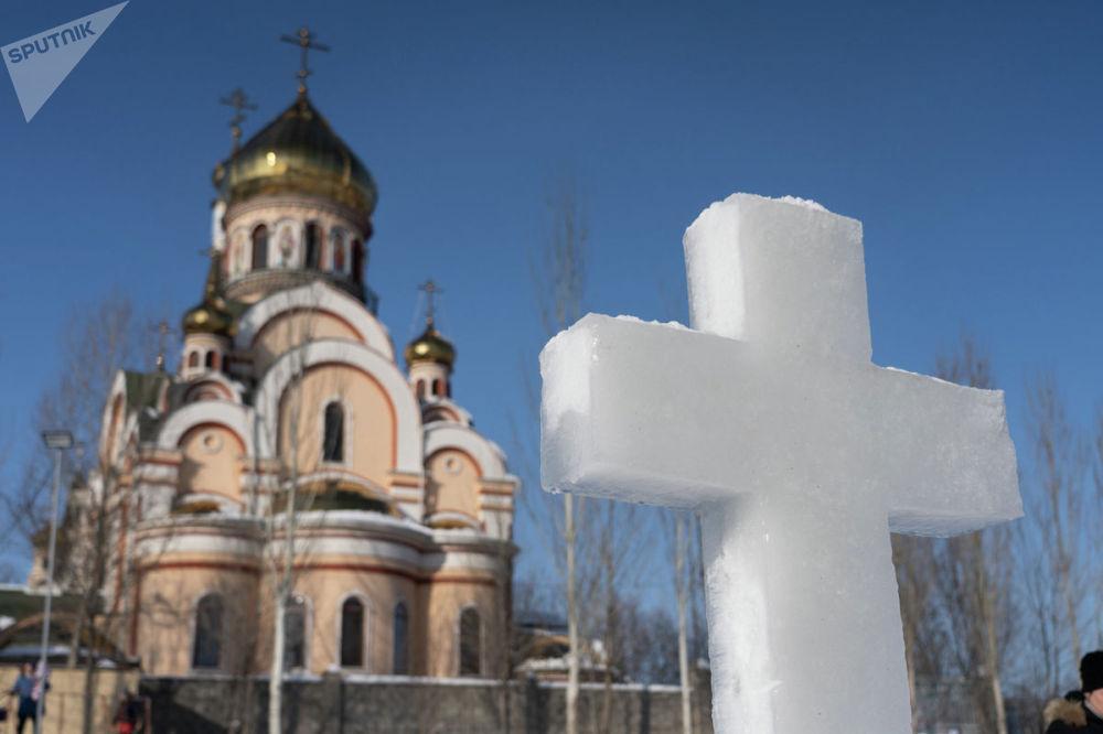 Крещенские купания у Храма в честь Воздвижения Креста Господня