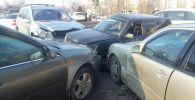 Восемь иномарок столкнулись на оживленном перекрестке в Алматы