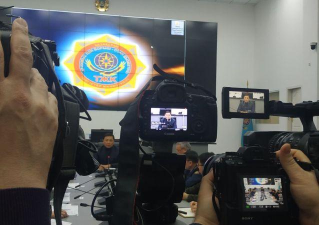 В большом кризисном зале  ДЧС города Нур-Султан началось заседание касательно погодных условий и принимаемых мер в городе Нур-Султан с участием акима столицы Алтая Кульгинова