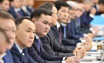 Члены правительства на расширенном заседании