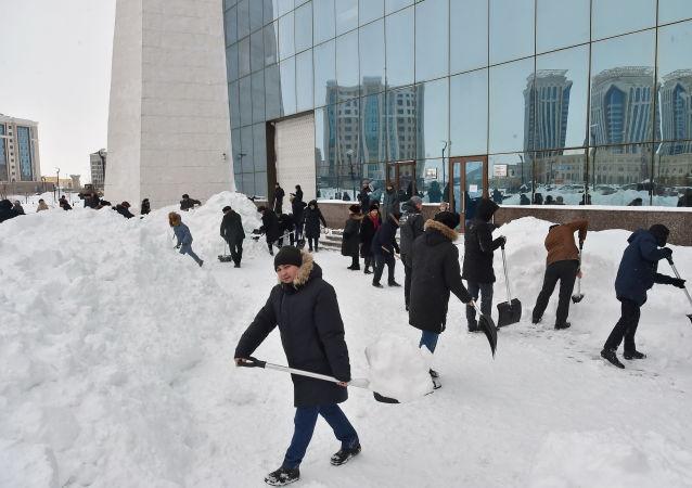 Челлендж по уборке снега в Нур-Султане