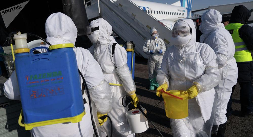 Готовность служб аэропорта к возможному прибытию инфицированных коронавирусом пассажиров проверили в Алматы. Учения проводились в условиях, максимально приближенных к реальным