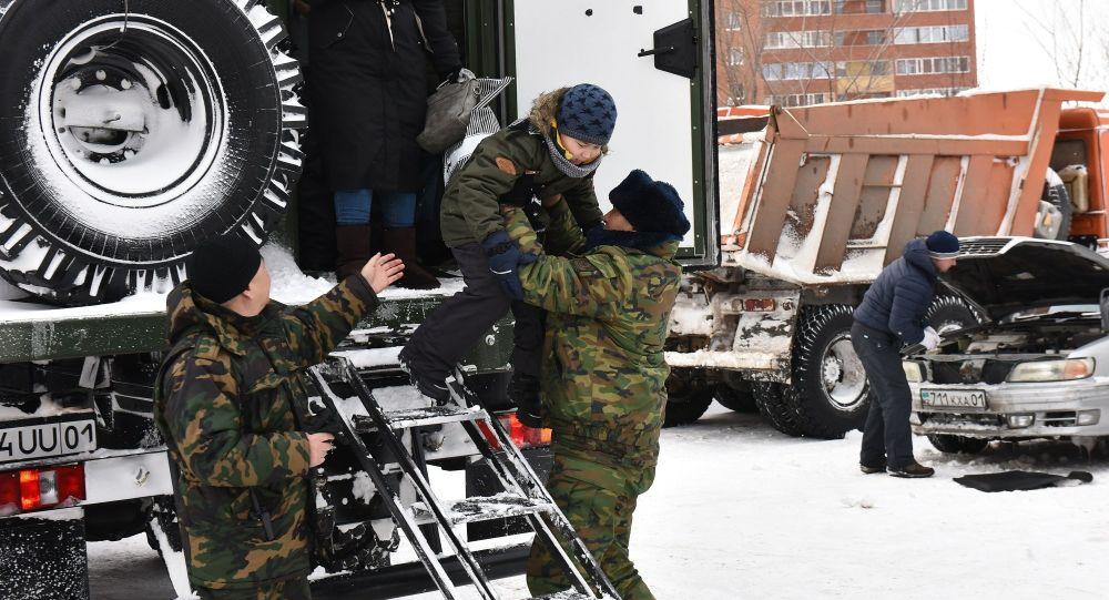 Более 100 граждан эвакуировано военнослужащими Нацгвардии  из снежного плена