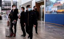 Китайские туристы прибывают в международный аэропорт