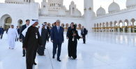 Глава государства посетил мечеть шейха Заида