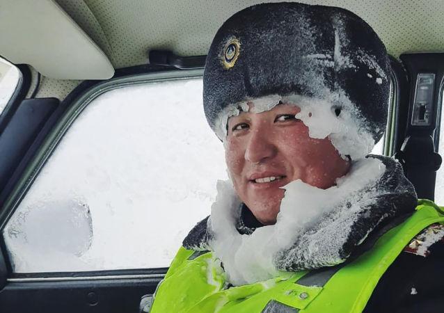 Полицейский во время спасательной операции: Холодно, но мы не теряем позитива