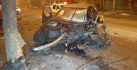Автомобиль BMW в результате столкновения с другой машиной вылетел на встречную полосу и врезался в дерево