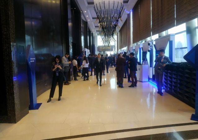 Что происходит в холле до начала форума Цифровое будущее глобальной экономики