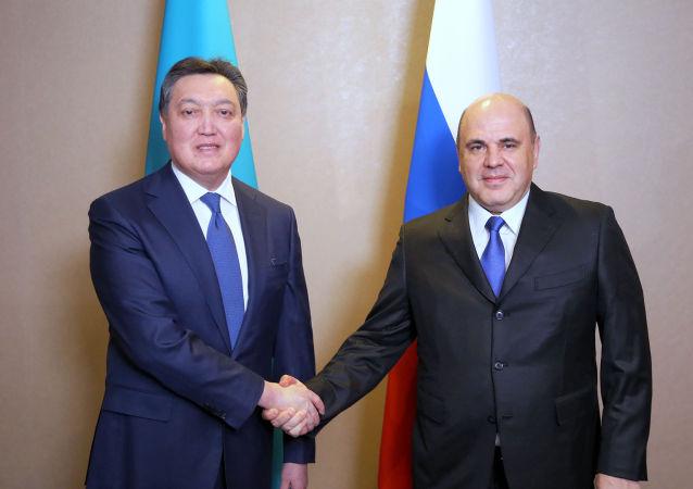 Премьер-министры Казахстана Аскар Мамин и России Михаил Мишустин