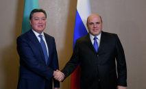 Председатель правительства РФ Михаил Мишустин и премьер-министр Казахстана Аскар Мамин (слева) во время встречи в Алматы