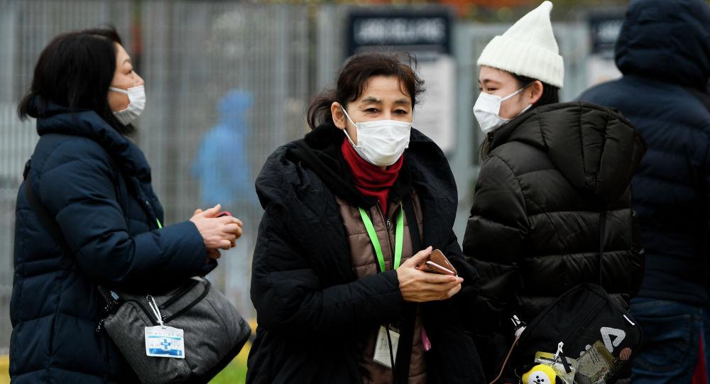 Қытайда маска киіп жүрген адамдар
