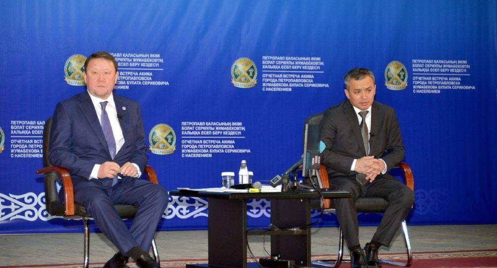 Акимы Северо-Казахстанской области Кумар Аксакалов и Петропавловска  Булат Жумабеков на отчетной встрече