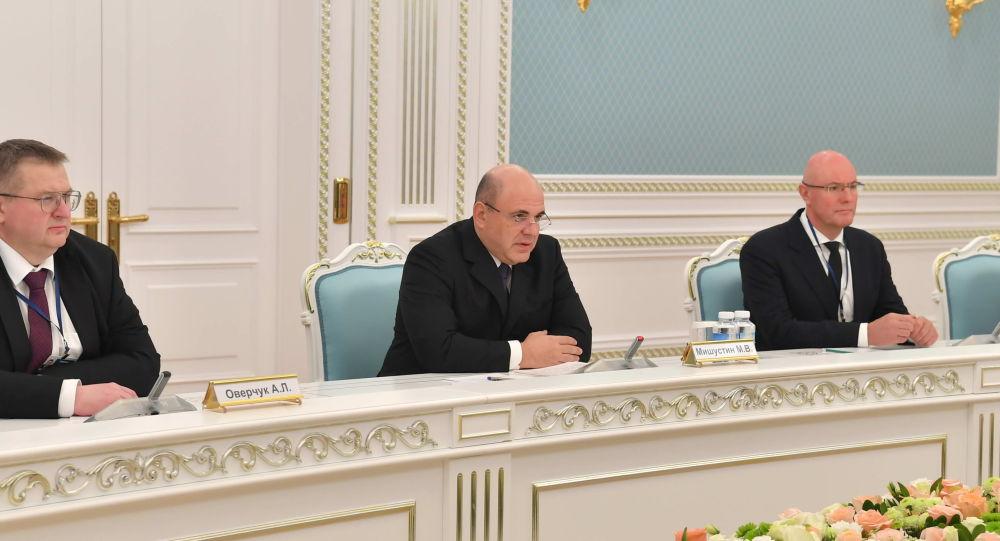 Михаил Мишустин во время встречи с Касым-Жомартом Токаевым