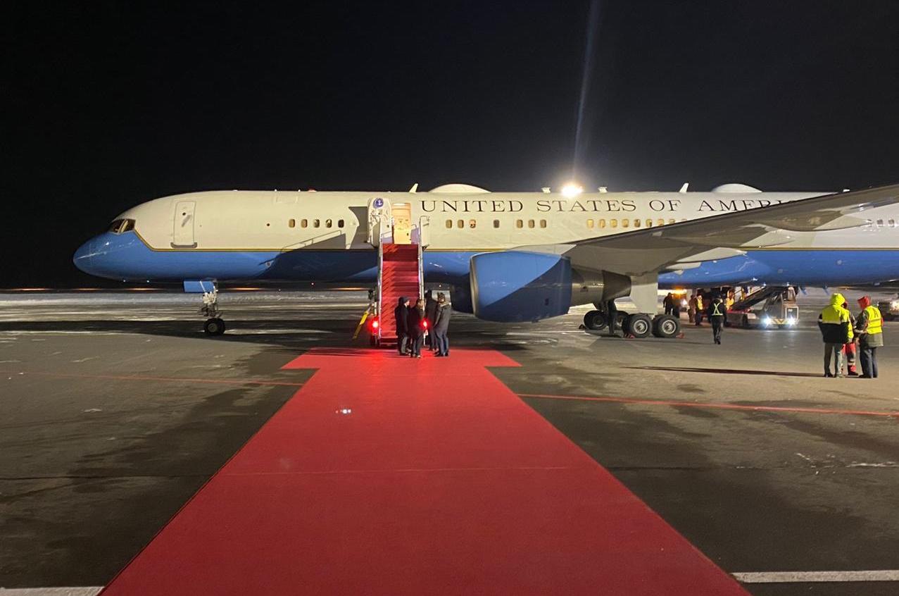 Самолет госсекретаря США Майка Помпео, который прибыл с визитом в Казахстан