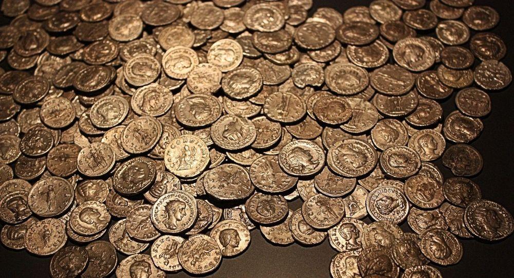 Древние монеты, архивное фото