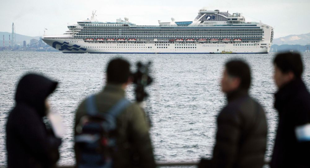 Круизный лайнер Diamond Princess встал на рейд у берегов Японии из-за вспышки коронавируса на борту