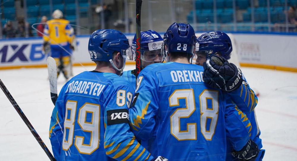 Сборная Казахстана по хоккею во время матча с командой Украины