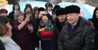 В Казахстане все большую популярность набирает флешмоб, посвященный предстоящему юбилейному празднованию 175-летия великого казахского поэта Абая Кунанбаева