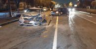 Самсунг и Тойота Камри столкнулись на перекрестке