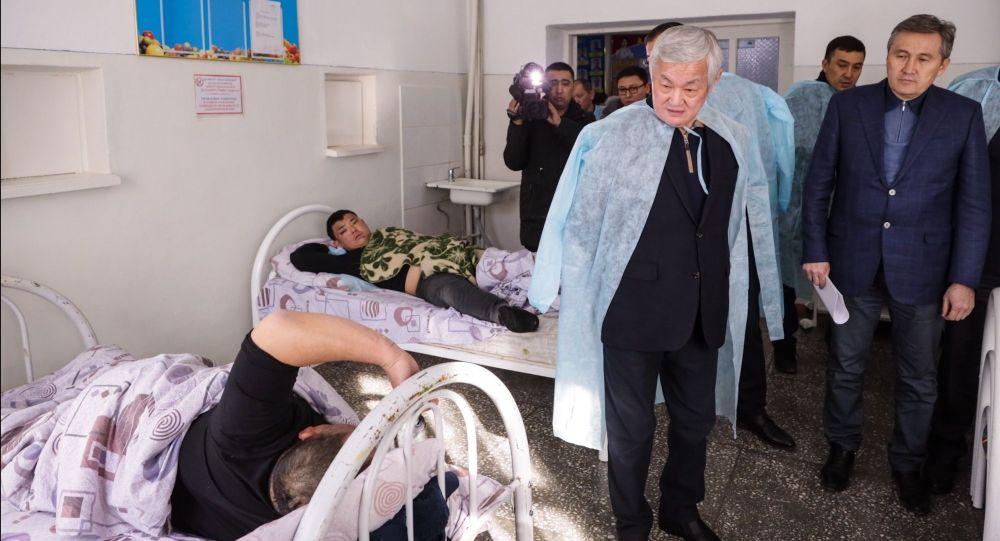 Бердибек Сапарбаев навестил пострадавших в массовых беспорядках в Кордае