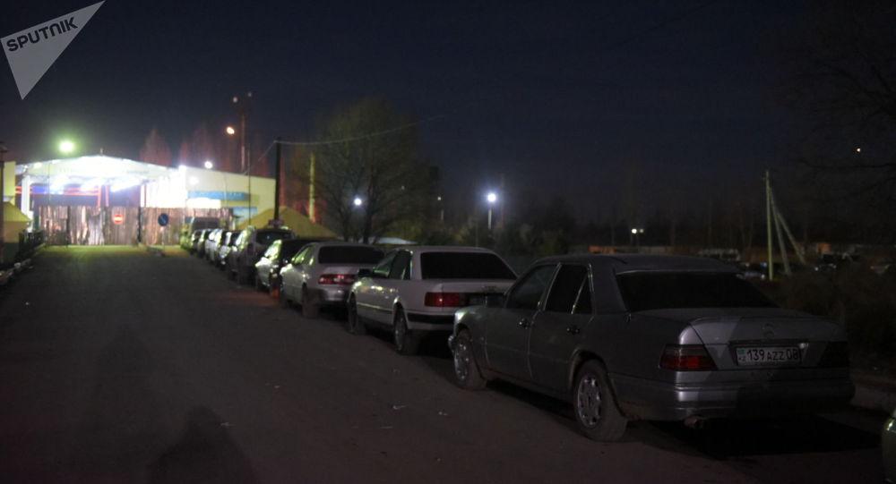 Очередь из авто на границе Казахстана и Кыргызстана после беспорядков в Кордае