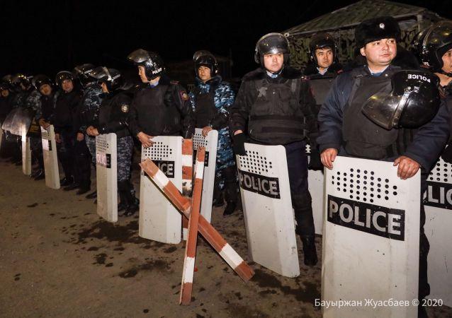 Сотрудники правоохранительных органов в Кордае