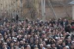 Жители села Масанчи на похоронах погибшего в массовых беспорядках