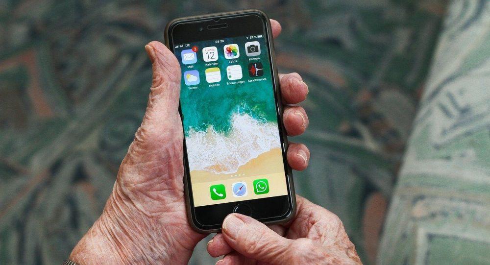 Қолдағы смартфон